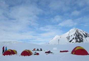 En natt ute - under Stjernehimmelen - Svalbard Wildlife Expeditions