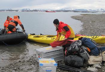 Kajakktur med overnatting - Svalbard Wildlife Expeditions